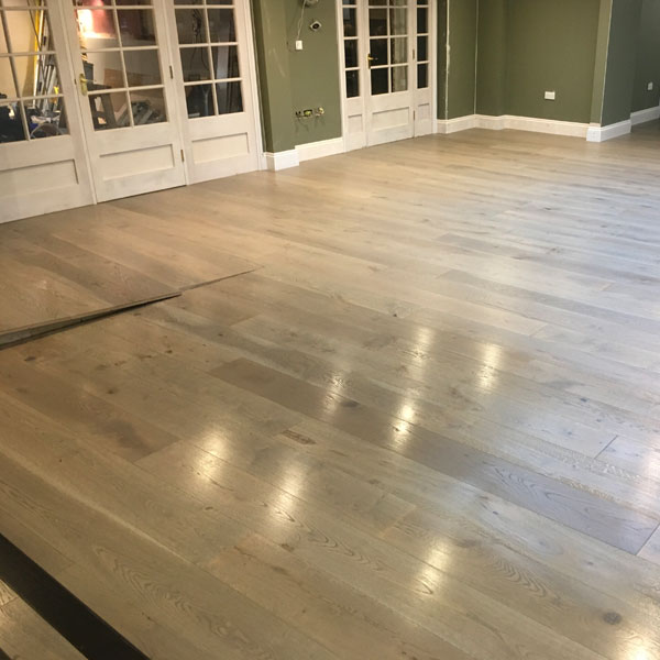 Rustic Grade Engineered Oak 220mm-wide Brushed Naker Lacquer Finish